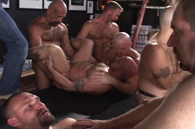 Hard Amateur Orgy With Sexy Bears