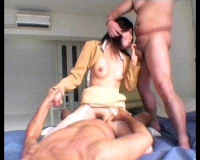 Asian takes part in threesome sex