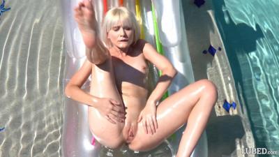 Description Jessie Saint - Sparkling Blonde FullHD 1080p