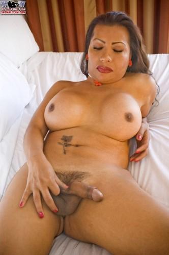Sexy Latina Irene Jacks Off