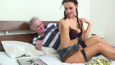 Daddy gonna be her dream lover -