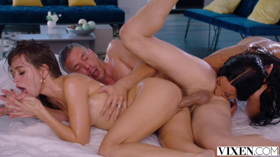 Perfect Threesome With Beauties Riley Reid & Teanna Trump