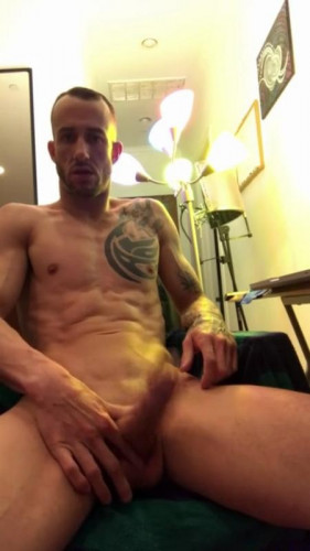 Description KeumGay Kriss wanking his very huge dick during a webcam session