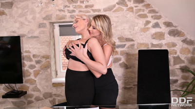 Angel Wicky Katerina Hartlova – Busty Blondes Make Out At Work 1080p