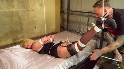 Nadia White – Sliding Crotch Rope Predicament