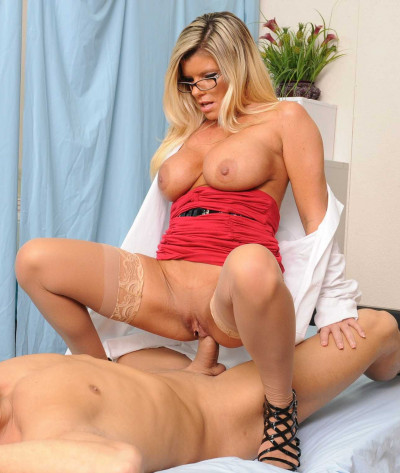 Naughty Lady Doctor Took Advantage Of The Position