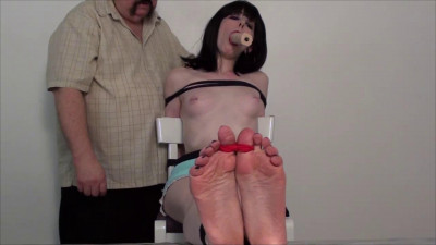 TB - Pretty Feet Deep Throat Natasha