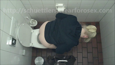 Hidden camera in the women's restroom (5 videos)
