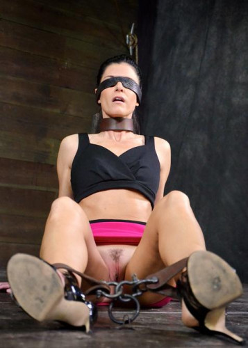 Extreme deepthroating bdsm show