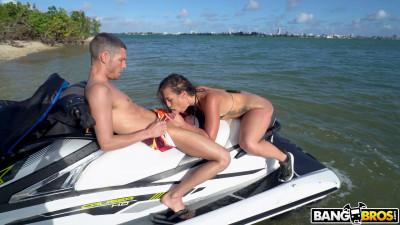 Description Kelsi Monroes Island - FullHD 1080p