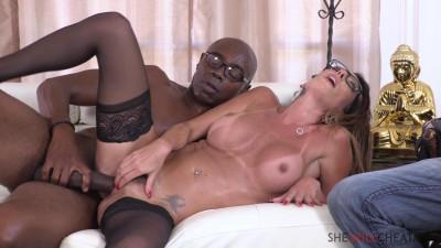 Description Dava Foxx - Hot Milf fucks therapist right in front of her husband(2020)