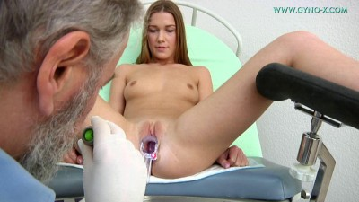 Description Alexis 21 years girl gyno exam (2016)