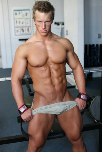 Pumping Muscle - Benjamin L Photoshoot Part 1