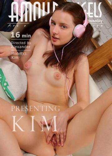 Description Presenting Kim