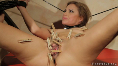 Szilvia Lauren loves torture (2013)