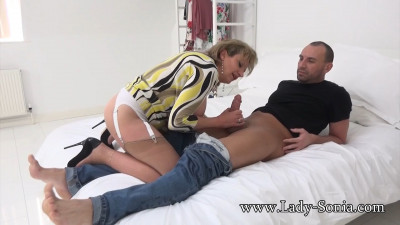 Lady Sonia – Unaware Housewife Pounded Hard And Used