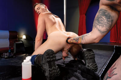 ClubInferno — Fisting Theater, Scene 06 - Axel Abysse And Teddy Bryce