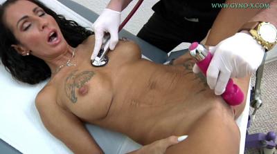 Sexy milf Valentina Sierra in gyno exam