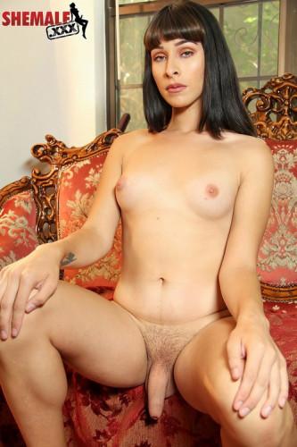Gorgeous alexa scout strokes her hard c...