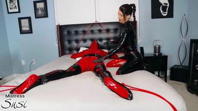 Mistress Susi's Fetish Clips - Rubberdoll Strapless Strapon Webcamshow