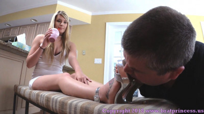 Gets Shoes And Feet Cleaned While Waiting For Her Real Man