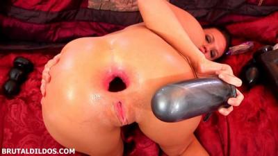 Roxy Raye amazing big dildo and Anal prolapse