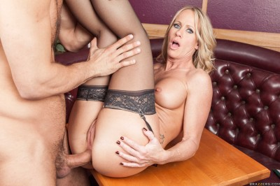 Nice Blonde Lady – Waitress At Work