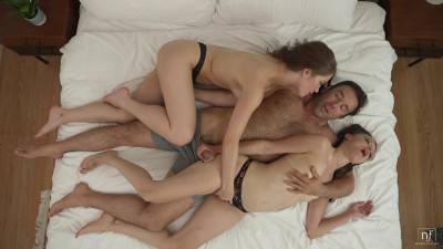 Evelyn Claire, Izzy Lush – Erotic Threesome (2021)