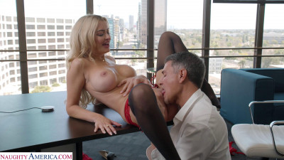 Linzee Ryder Pulls All The Strings