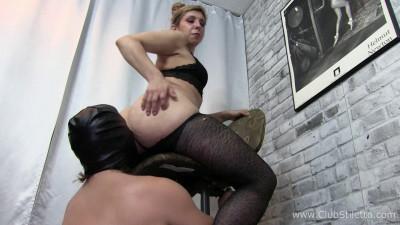 Amelias Dirty Stool Bound Ass Licker
