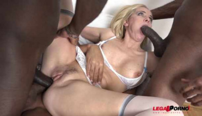 Hot Milf In interracial 4on1 gangbang with black cocks