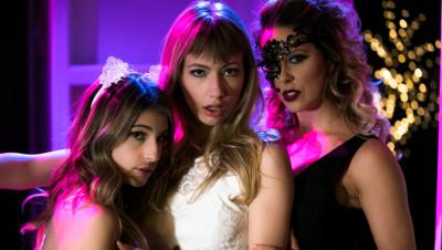 Cherie Deville, Kristen Scott, Ivy Wolfe - 2 Scenes In 1 FullHD 1080p
