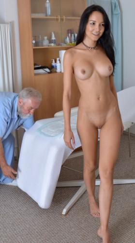 Description Francys Belle(33 years girl gyno exam)