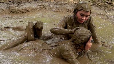 Muddy Pinays And Mud Action part 22