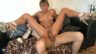 Mature French MILF getting fucked in the ass