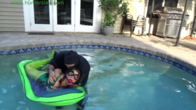Description Hunterslair - Gia Love - Water bound hogtied and helpless