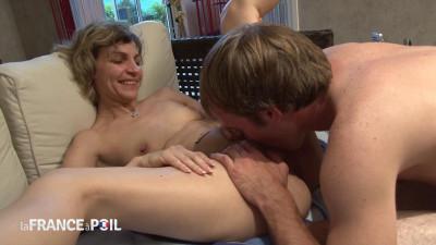 Libertine de 38ans amène son amant pour tourner son premier porno