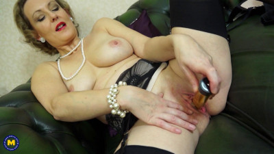 glamour lady in lingerie masturbates full hd