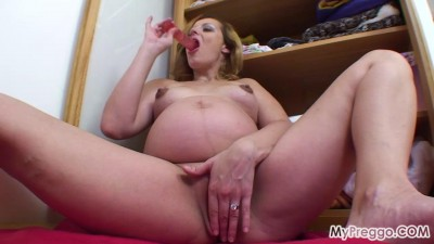Description Hana Masturbates with a Dildo