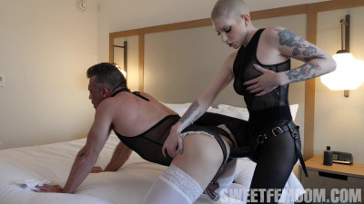 Fabiana Fox - Fabiana Puts Lance Under Spell And In Chastity For Pegging