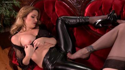 Angela Sommers & Mary Jane - Leg Fetish Delight