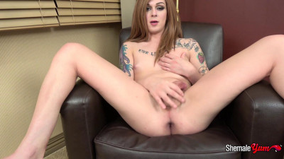 Aubrie Scarlett Strokes And Cums! (2017)