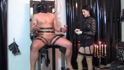 Her hands across her slaves body