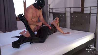 Latex Worship on the Bed