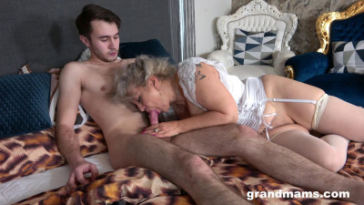 Description Veronique - Cheating classy granny(2021)
