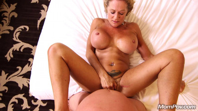 Sandra – Hot busty cougar exhibitionist (2017)