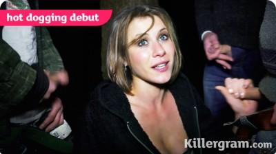 Sarah Steele in Hot Debut (KR 2013)