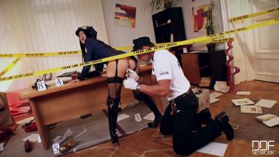 Description Hardcore Crime Scene Sex Addict Gets her Asshole Fucked!