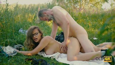 Alexis Fox — Sex picnic with her friend's — E17