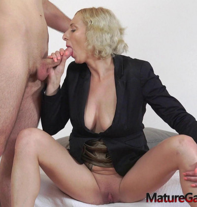 Kaylea Tocnell anally banged while her pussy is widely gaped 1080p